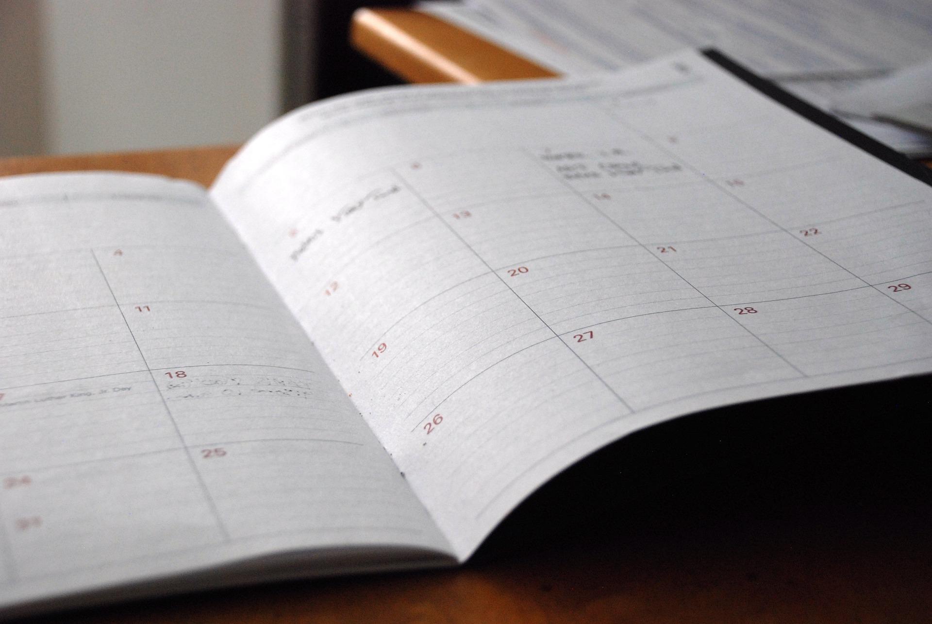 crea una strategia di pubblicazione e un piano editoriale